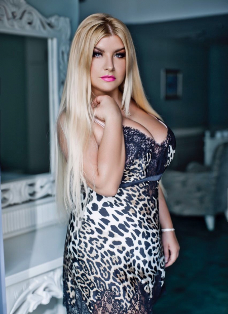 Escort  NINA from Dubai