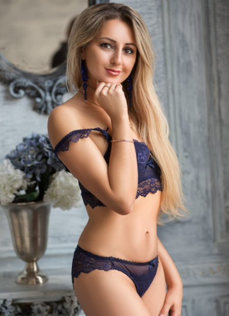 Liza - blonde natural Dubai escort